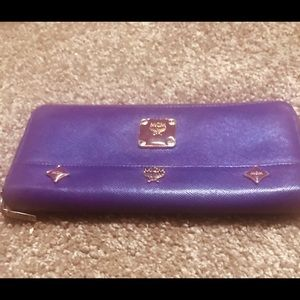 mCM Authentic All Around Zipped Wallet